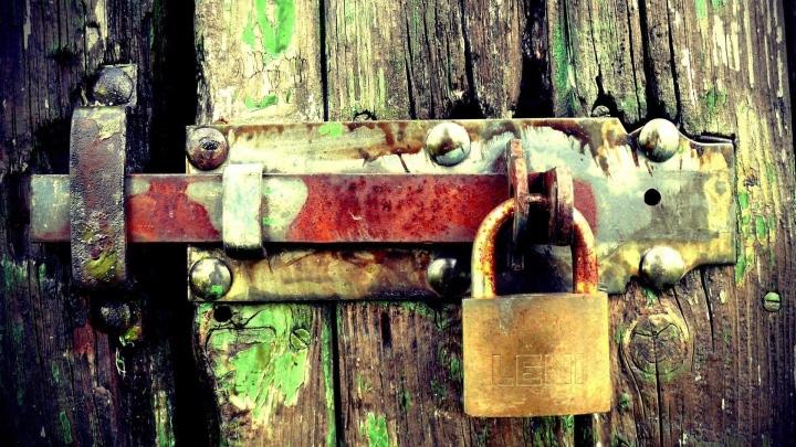 lock_door_locked_wooden_11220_1920x1080