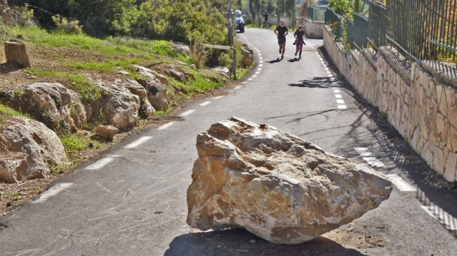 20150430172226-transform-setbacks-success-roadblock-rock-boulder-stone-road-obstacles