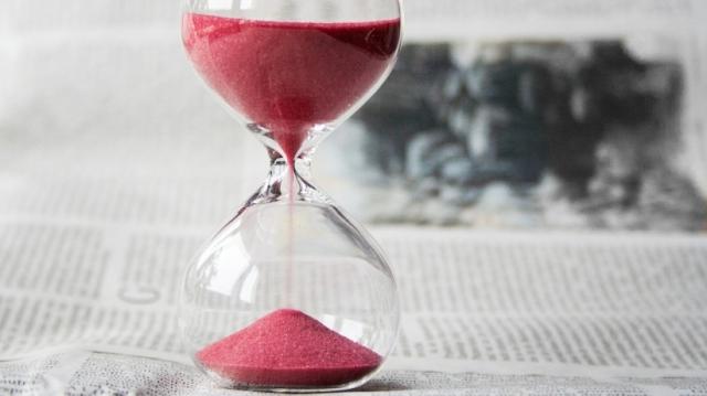 20150220162455-time-hourglass