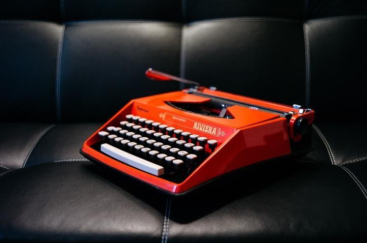 typewriter-1209082_1280