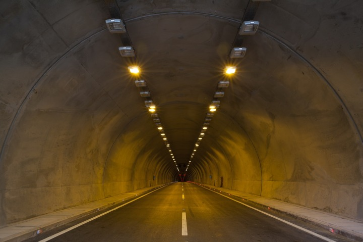 tunnel-2325753_1280